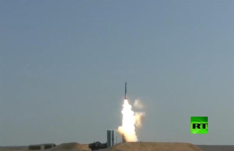 Nhưng theo nguồn tin quân sự của RT, tên lửa được sử dụng làm mục tiêu chính là Favorit-RM. Tại diễn tập, tên lửa thế hệ mới Favorit-RM đã bay với tốc độ siêu vượt âm nhưng vẫn bị hệ thống S-400 khóa mục tiêu và đánh chặn thành công.