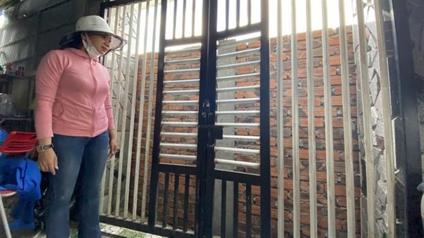Xây tường rào chắn cửa nhà hàng xóm: 'Tôi tức quá'