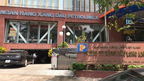 Bắt một lãnh đạo Petrolimex Long An, khám xét trụ sở