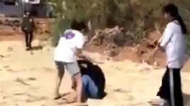 2 nhóm nữ sinh đánh nhau đến chảy máu ở nghĩa trang
