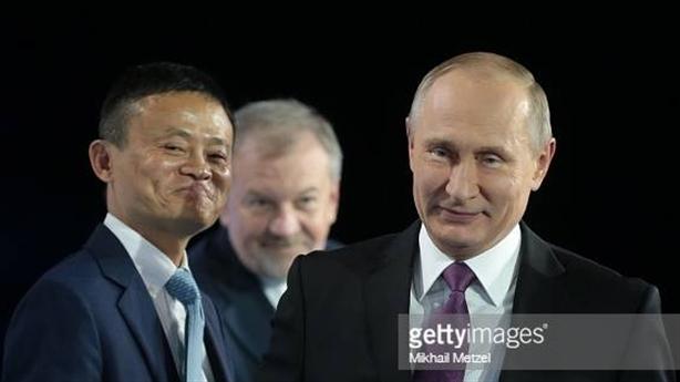 Vì sao Tỷ phú Jack Ma lại xuất hiện cạnh Putin?