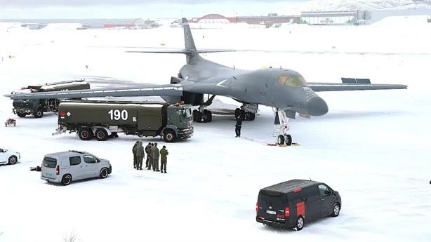 2 động cơ B-1B nổ tung ở Na Uy