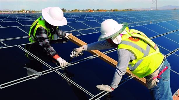 Tấm pin điện mặt trời: Sự phụ thuộc vào Trung Quốc