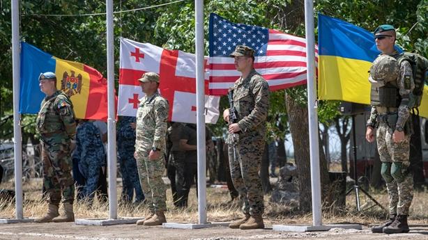 Ước vọng khó thành ở NATO, Ukraine nhờ Đức giúp đỡ