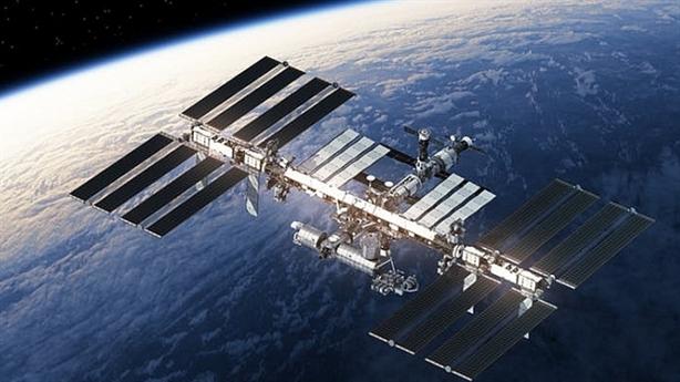 Mỹ vừa đưa người vào không gian, Nga rời Trạm ISS