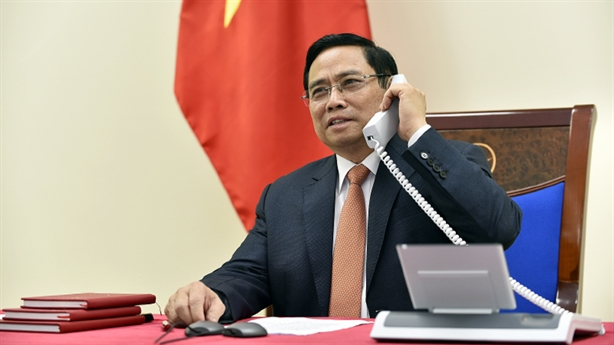 Thủ tướng Phạm Minh Chính điện đàm với Thủ tướng Singapore