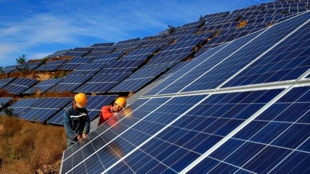 Pin điện mặt trời: Chỉ lắp ráp, phụ thuộc Trung Quốc
