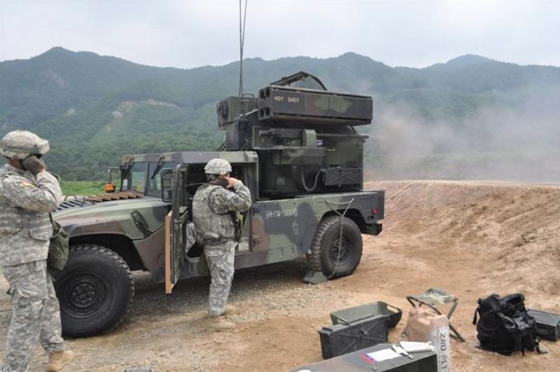 Avenger là hệ thống phòng không tầm ngắn gồm hai bệ phóng, mỗi bệ được trang bị 4 tên lửa vác vai FIM-92 Stinger và một súng máy M3P cỡ nòng 12,7 mm. Bệ phóng thường đặt trên khung gầm xe đa dụng Humvee, nhưng cũng có thể bố trí ở trận địa cố định hoặc trên nóc các tòa nhà.