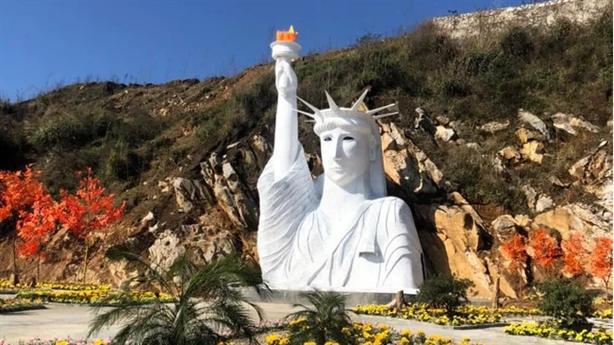 Hốt hoảng với Tượng Nữ thần Tự do phiên bản Việt