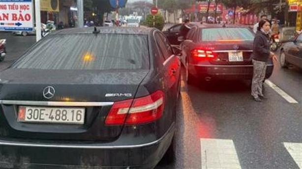 2 xe Mercedes trùng biển số:Lộ 5 xe sang không giấy tờ