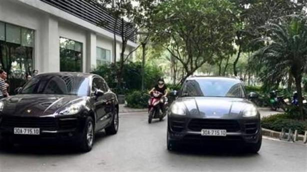 2 xe Porsche Macan trùng biển: Xác định được xe biển giả
