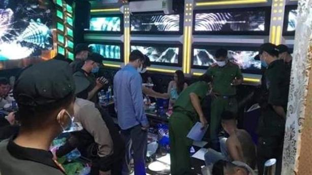 32 nam nữ làm bậy trong quán karaoke Thiên Kim