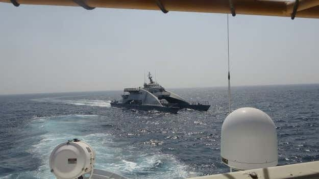 Hình ảnh về vụ chạm trán giữa tàu chiến Iran và tàu của Hải quân Mỹ được Mỹ công bố trong video dài gần nửa phút. Vụ việc xảy ra vào 20h ngày 26/4 theo giờ địa phương ở vùng biển quốc tế phía Bắc vịnh Ba Tư.