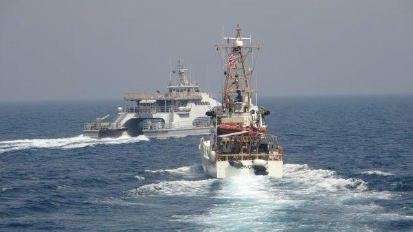 Theo Drive, các tàu Mỹ liên quan lần lượt là USS Firebolt và tàu tuần duyên Baranoff của Lực lượng Bảo vệ Bờ biển Mỹ đang làm nhiệm vụ đảm bảo an toàn hàng hải thì chiến hạm Harth 55 lớp Shahid Nazeri của Iran đã tiếp cận ở phạm vi gần tàu Mỹ không rõ mục đích.