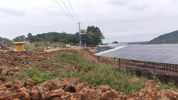 Điện mặt trời núp bóng dự án nông nghiệp: Cái khó là...