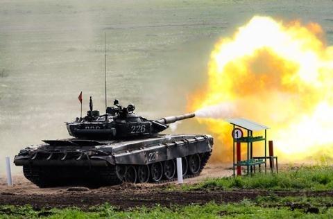 19FortyFive cho biết, T-72B3 mà Nga sử dụng hiện nay là phiên bản sở hữu khả năng công thủ khá toàn diện với những trang bị cực hiện đại bởi đây là biến thể hiện đại hóa của dòng T-72B, nó được cải tiến đáng kể khả năng cơ động, hệ thống hỏa lực mạnh mẽ, hệ thống giáp phản ứng nổ thế hệ mới cho phép kíp chiến đấu kiểm soát tốt khả năng tác chiến của xe.