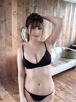 Cô nàng sinh năm 1995, mang trong mình hai dòng máu Nhật Bản và Philippines.