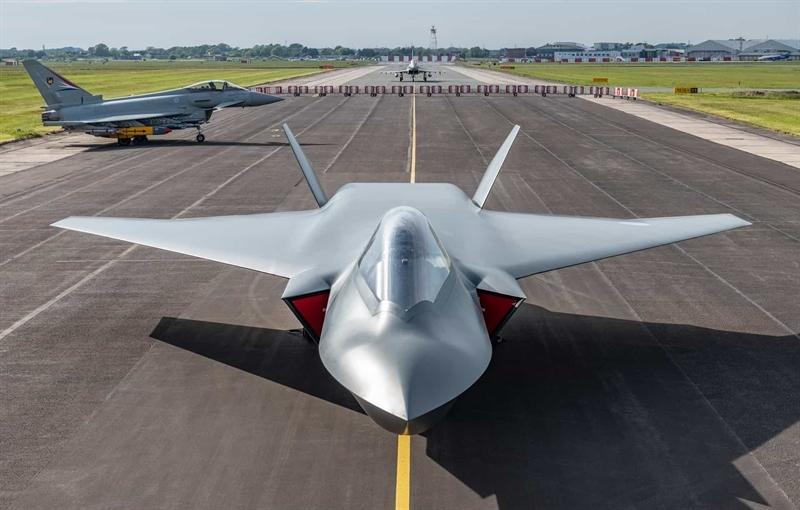 Tempest cũng có thể điều hành một nhóm máy bay không người lái và phối hợp tác chiến khiến phòng không đối phương không thể xác định được mục tiêu chính cần tiêu diệt. Chưa dừng lại ở đó, Tempest còn có tính năng độc đáo là \