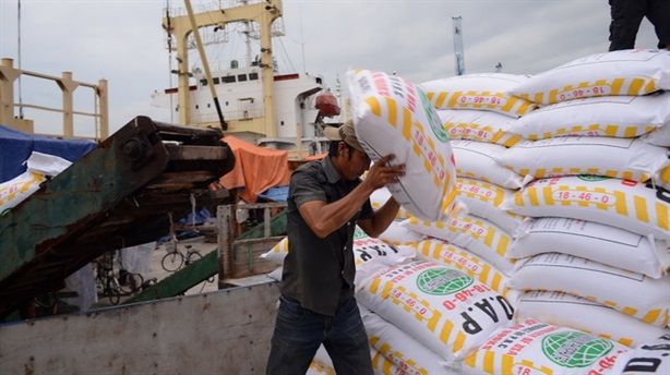 Việt Nam nhập khẩu phân bón từ Lào: Thiếu chính sách...