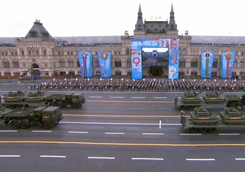 Trong lễ duyệt binh năm nay, Nga đã phô diễn hàng chục loại vũ khí, khí tài mới khác nhau, trong đó hình ảnh về đơn vị robot với những chiếc Uran-9. Bộ Quốc phòng Nga cho biết, đây là những cỗ máy chiến đấu đầu tiên của đơn vị robot Nga.