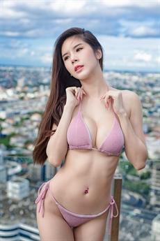 Praiya Srikamol là một trong những mỹ nhân Thái Lan có vòng một khủng nhất.
