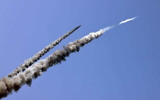 Cuộc tấn công diễn ra lúc 7h ngày 10/5 và được thực hiện bằng 3 quả tên lửa tầm ngắn. Còi báo động ở thị trấn Sderot và các vùng xung quanh vang lên. \