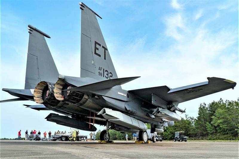 Theo nhà sản xuất Lockheed Martin,  JASSM là phiên bản nâng cấp sâu có tầm bắn khoảng 1.600km trước đây chỉ khai hỏa được trên máy bay ném bom mang tên lửa và chiến đấu cơ hạng nặng. Dù nhiều tính năng của bản nâng cấp của JASSM không được tiết lộ nhưng Không quân Mỹ tiết lộ, mục đích chính của gói nâng cấp sâu lần này nhằm tăng cường độ tin cậy cho JASSM khi thực hiện nhiệm vụ tấn công hệ thống phòng không đối phương, kể cả S-400 do Nga sản xuất.