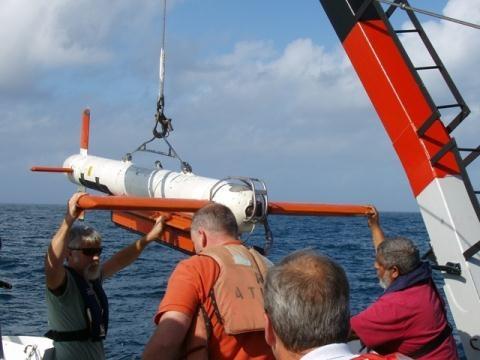 AQS-24A được phát triển dựa trên AQS-24 và AQS-14, là một hệ thống săn ngầm bằng laser tiên tiến tốc độ cao và định vị chính xác mục tiêu trên biển, cho phép hoạt động cùng một lúc bằng hệ thống định vị dưới nước bằng sóng âm và tia laser.