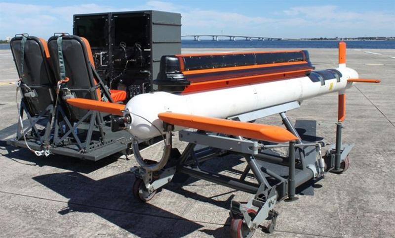 Còn hệ thống dò tìm thủy lôi bằng laser ALMDS là một hệ thống phát hiện thủy lôi nhờ có chức năng phát ra các tia laser công suất cao, hướng liên tục xuống mặt biển và cảm biến hình ảnh được truyền về trung tâm. Khi tác chiến, cả 2 hệ thống này phối hợp với nhau để săn tìm mục tiêu.