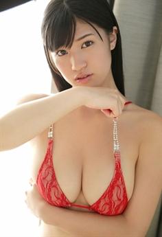 Shoko Takahashi được biết đến là một diễn viên, người mẫu gợi cảm xinh đẹp.