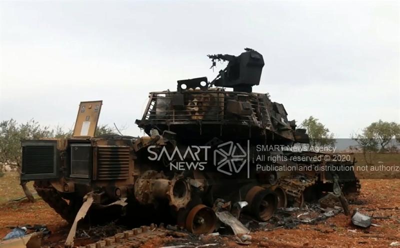 Bên cạnh các ống phóng đạn khói ngụy trang, xe tăng M60TM còn được tích hợp hệ thống phòng vệ chủ động (APS) mang tên Pulat, đây thực chất là biến thể của tổ hợp APS Zaslon mà Thổ Nhĩ Kỳ mua công nghệ chế tạo từ Ukraine.