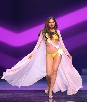 Vượt qua hơn 70 cô gái khác trong đó có Nguyễn Trần Khánh Vân, mỹ nhân Mexico là Andrea Meza đăng quang Hoa hậu Hoàn vũ 2020.