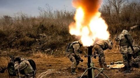 Donbass nã pháo chính xác theo...điện thoại di động của lính Ukraine