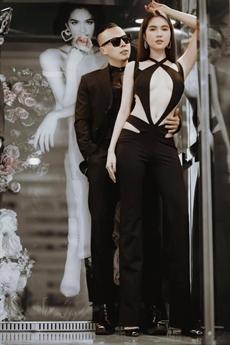Người đẹp khoe vòng một gợi cảm với bộ trang phục đặc biệt, nhiều người chỉ trích rằng cô gợi cảm quá mức. Thậm chí, bộ trang phục này còn có thể gọi là phản cảm.