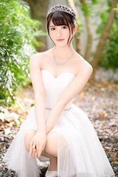 Yuki Rumina sinh năm 1995 trong một gia đình khá giàu có.