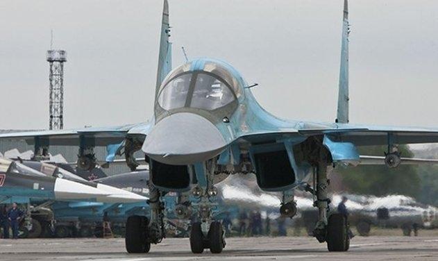 Ở chiến trường Syria bom KAB-500S thường được trang bị và thực hiện bằng máy bay ném bom Su-34, ngoài ra có thể trang bị loại vũ khí này cho các loại máy bay khác như Su-24M và Su-30SM, Su-35. Loại bom này có thể được thực hiện ở độ cao lớn, và có sức công phá rất mạnh, các máy bay mang chúng có thể đạt tốc độ 1100 km/h.