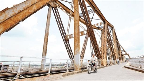 Xây cầu đường sắt vượt sông Hồng: Bài toán bảo tồn