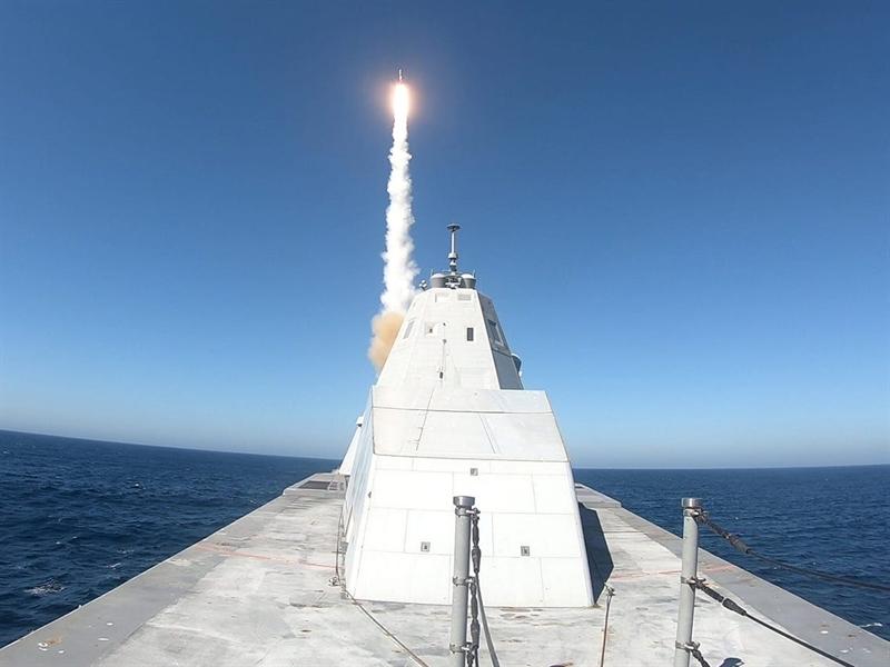 Quyết định tranh bị vũ khí siêu thanh cho chiến hạm lớp Zumwalt đã được công bố nhưng theo National Interest, muốn hiện thực hóa quyết định này, Hải quân Mỹ cần phải giải quyết loạt thách thức trước mắt. Trong đó, lực lượng này cần phải phối hợp với nhà sản xuất tích hợp hệ thống phóng đủ lớn. Bởi trên tất cả các tàu chiến Aegis lớp Arleigh Burke và Zumwalt không có hệ thống phóng như vậy.