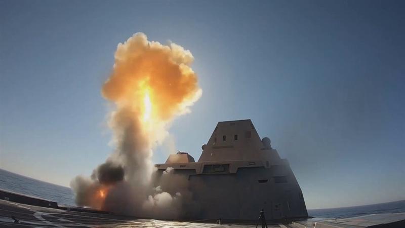 Nguồn tin này cho biết thêm, điều đặc biệt tính đến thời điểm hiện tại, Mỹ vẫn chưa có bất kỳ vụ thử thành công nào với tên lửa siêu thanh để có thể ứng dụng được cho chiến hạm của mình. Hồi tháng 3/2021, Hải quân Mỹ đã gửi một đề nghị để yêu cầu các đối tác cung cấp các giải pháp để cấu hình lại tàu khu trục lớp Zumwalt, giúp nó có thể mang tên lửa siêu vượt âm lớn hơn.