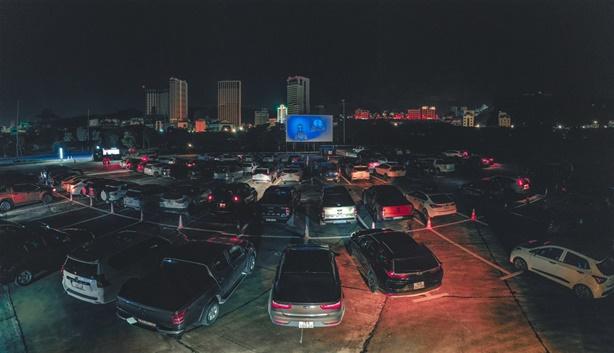 Rạp chiếu phim dành cho người trên ô tô giảm giá 'sốc'