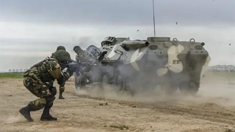 Tổng thống Belarus tổng động viên quân đội