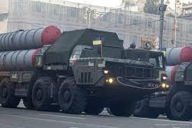 Để hoàn thành nhiệm vụ, đạn tên lửa được trang bị đầu đạn nặng 60 kg với ngòi nổ cận tiếp xúc. Tên lửa có hệ thống dẫn đường dẫn đường bằng radar chủ động và có chiều dài 7,13m và trọng lượng 750kg. Tên lửa của SD-300 có đường kính thân 300mm.