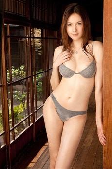Cô sở hữu ba dòng máu Nga - Ả rập và Nhật Bản nên sở hữu vẻ đẹp cực kỳ ấn tượng.