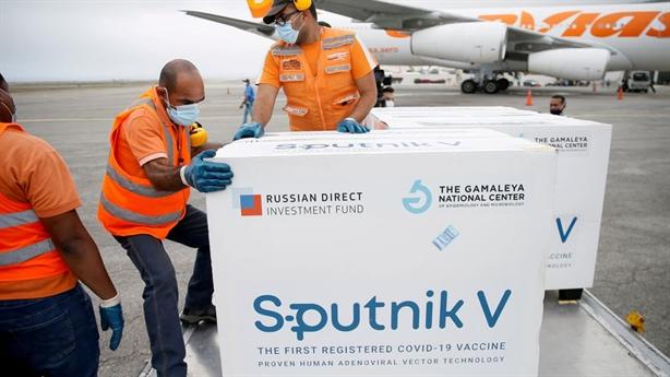 Vaccine kết hợp: Truyền thông Nga khẳng định Sputnik V tiên phong
