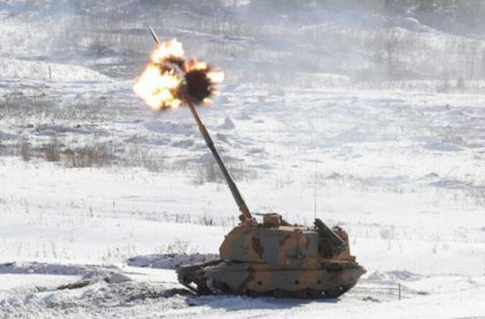 Theo RIA, khi hình ảnh về vụ tấn công được công bố, nhiều người lầm tưởng rằng đây là đòn tấn công từ các hệ thống pháo D-20 từ thời Liên Xô. Nhưng khi quan sát kỹ về loại đạn và độ chính xác, người ta mới nhận ra loại vũ khí được Nga sử dụng là đạn pháo dẫn đường Krasnopol-M2.