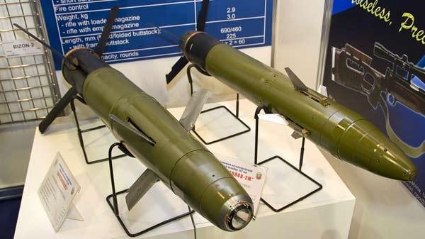 Dựa vào tín hiệu laser, quả đạn pháo đã đánh trúng nhóm mục từ từ khoảng cách cả chục km với độc chính xác gần như tuyệt đối. Đạn pháo Krasnopol-M2 là biến thể của loại đạn pháo thông minh Krasnopol được sản xuất tại các nhà máy Izhmash và Izhmeh từ thời Liên Xô.