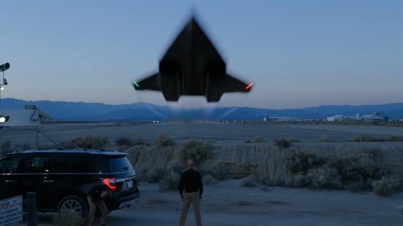 Theo Aviationist, máy bay thay thế cho SR-71 Blackbird được định danh là SR-72 do tập đoàn Lockheed Martin tự nghiên cứu và phát triển phù hợp với yêu cầu của dài hạn của Không quân Mỹ và Cơ quan các dự án nghiên cứu quốc phòng tương lai (DARPA) của Lầu Năm Góc để tạo ra một nền móng siêu thanh \