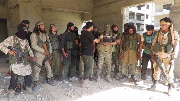 Nhóm khủng bố HTS chuẩn bị 4 container khí clo chờ thời?