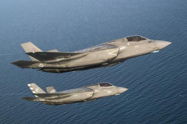 Khả năng đặc biệt tiếp theo của F-35 được chuyên gia Mỹ chỉ ra là Tính năng tương tác. F-35 được trang bị hệ thống điện tử hàng không quân sự tối tân bậc nhất hiện nay nên có thể dễ dàng tiếp nhận thông tin từ những hệ thống khác để tăng cường khả năng chiến đấu, điều khiển UAV trong thực hiện tác chiến theo kể máy bay mẹ con.