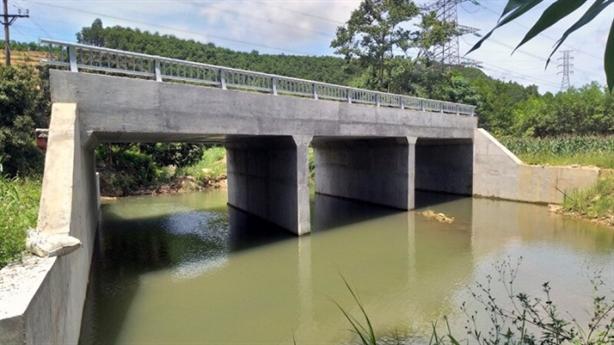 Nguyên nhân khiến cầu xây xong vẫn chơ vơ chờ đường dẫn